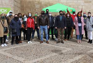 VOX Valdepeñas celebró una mesa informativa con gran éxito de participación