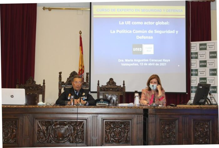 "Conferencia ""La UE como actor global: la Política Común de Seguridad y Defensa"""