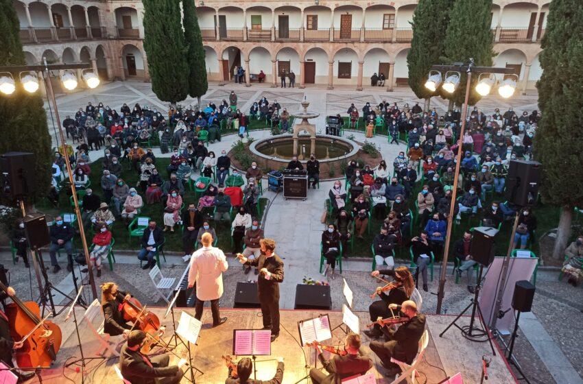 Fantástica acogida de la Orquesta Filarmónica de La Mancha en el concierto del VI Centenario de Villanueva de los Infantes