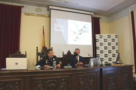 Ambrosio Cecilio Moreno Hurtado de Mendoza, Inspector Jefe CPL 227 Valdepeñas, Coordinador del Curso (izda.) y el Almirante General Fernando García Sánchez (der.)