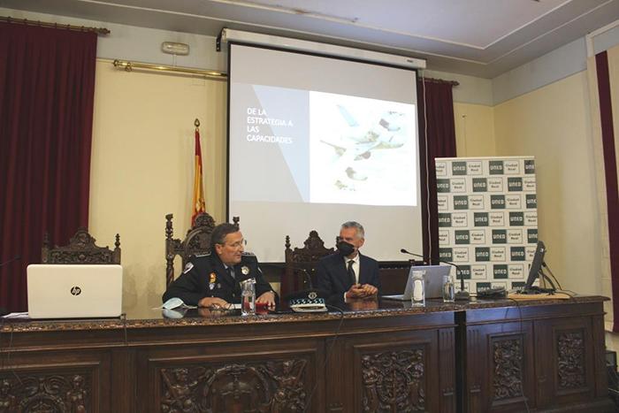 El curso de experto en seguridad y defensa de la UNED ha contado con la participación del Almirante General Fernando García Sánchez