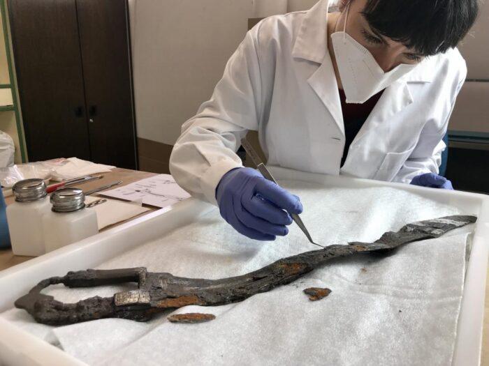 Restauración de la espada íbera procedente de Alarcos