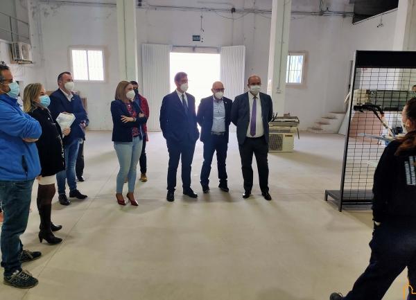 El presidente de la Diputación visita el taller de empleo de Corral