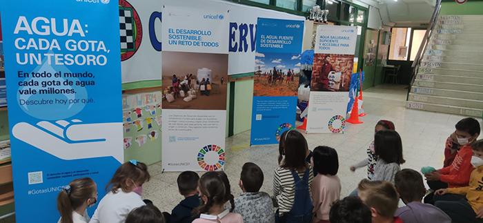 El Colegio Cervantes de Santa Cruz de Mudela celebra el día del niño y la carrera del agua con UNICEF