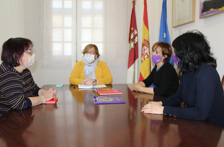 El Gobierno de CLM sufraga la guía de Comisiones Obreras que recopila todos los recursos a disposición de las mujeres migrantes