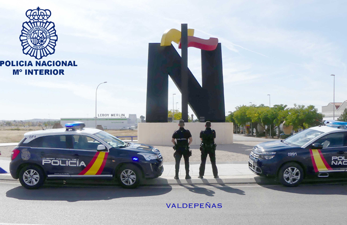 La Policía Nacional detiene infraganti a un varón que cometió un robo con fuerza en una céntrica tienda de ropa de de Valdepeñas