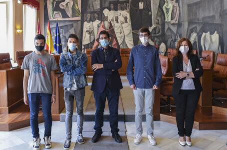 El presidente de la Diputación con los alumnos