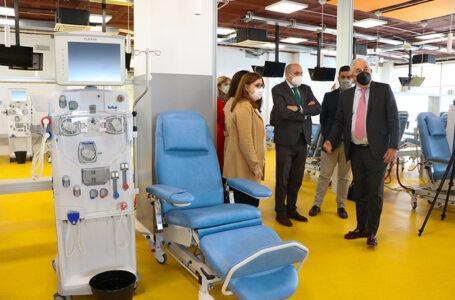 La directora gerente del SESCAM, Regina Leal, visita las nuevas instalaciones del centro de Hemodiálisis en Alcázar de San Juan (Ciudad Real). (Foto: José Manuel Álvarez // SESCAM)