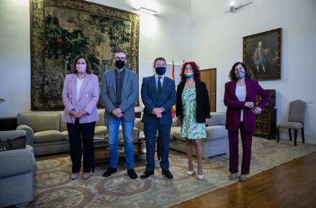 El presidente de Castilla-La Mancha, Emiliano García-Page, presenta el Plan de Empleo 2021 con los representantes regionales de los agentes sociales