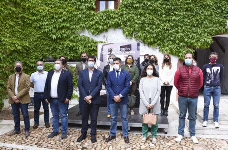 El presidente de la Diputación de Ciudad Real, José Manuel Caballero, ha visitado esta mañana la emblemática Casa de la Torrecilla de Campo Criptana.