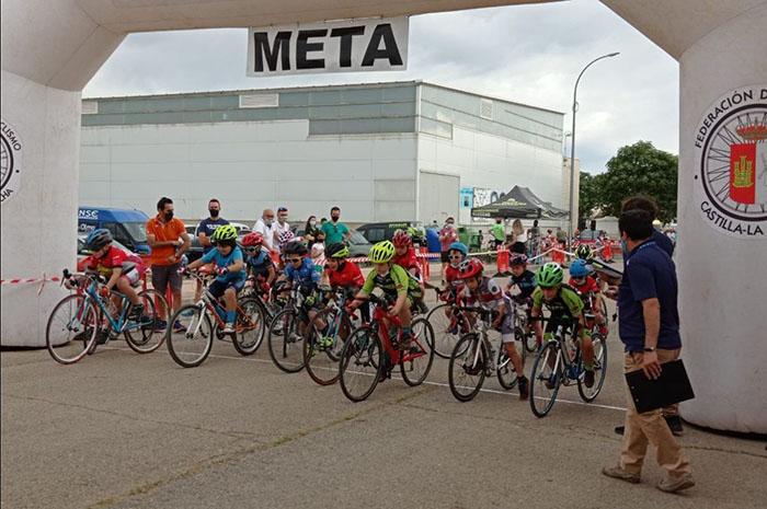 Un centenar de ciclistas estrenan con ganas la competición de escuelas en el Memorial Daniel Rodríguez de Almagro
