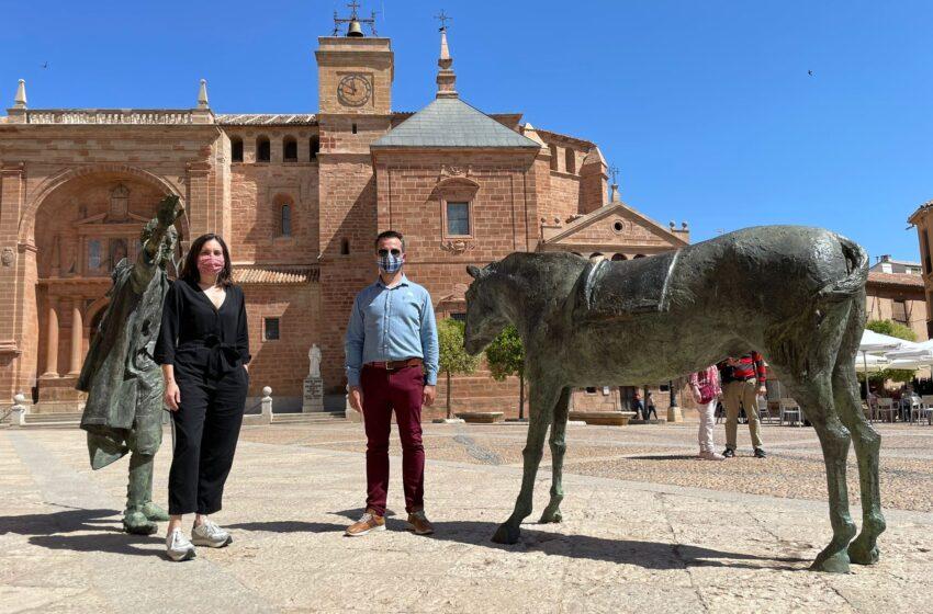 La influencer Boticaria García visita Villanueva de los Infantes