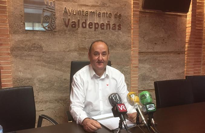 Gregorio Sánchez, quien durante los últimos diez años ha sido portavoz y concejal de IU en el Ayuntamiento de Valdepeñas anuncia su despedida por motivos de carácter personal y laboral