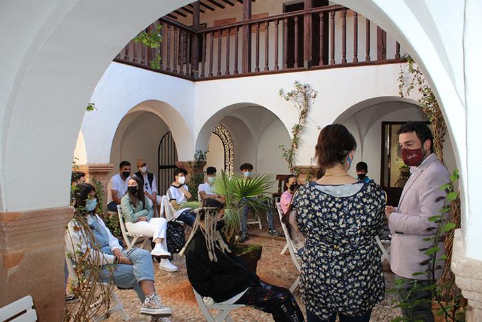 El IES Ramón Giraldo traslada algunas de sus clases a sitios emblemáticos de Villanueva de los Infantes