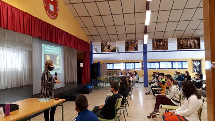 Ana María Ruíz López visita el CEIP Jesús Castillo con motivo de su Semana del Libro