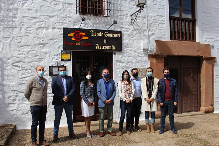 Inaugurada la nueva tienda de artesanía y productos gourmet del Campo de Montiel en la Casa de los Estudios