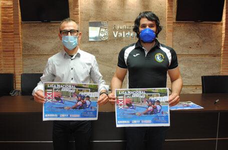 David Sevilla, concejal de deportes, y Rafael Calzada, presidente de Kayak Club Valdepeñas