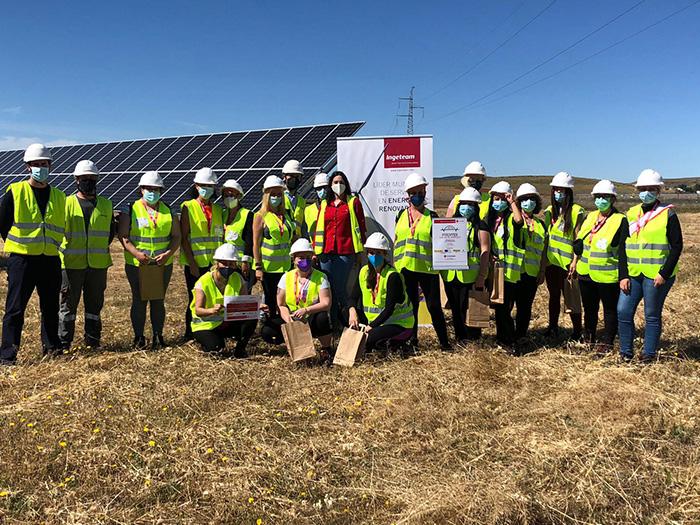 Cruz Roja, con la colaboración de Ingeteam, acerca la realidad del sector fotovoltaico a mujeres desempleadas