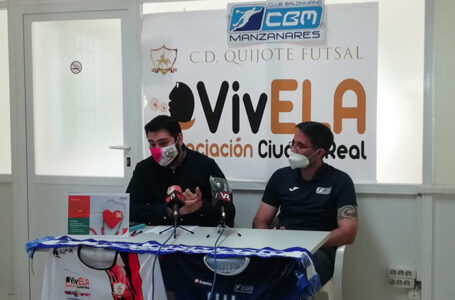 Óscar Díaz, presidente del C.D VivELA Quijote Futsal Valdepeñas y Rubén Mascaraque, presidente del C.D Balonmano Manzanares