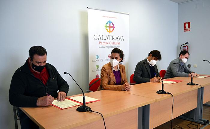 Asociación Campo de Calatrava, Ayuntamiento de Granátula y la empresa LafargeHolcim firman un nuevo convenio de colaboración para impulsar el Volcán-Museo Cerro Gordo