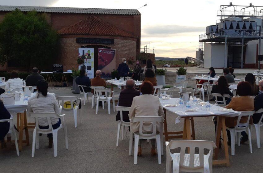 Los Jóvenes Amigos del Vino retoman las actividades con una cata en la Cooperativa Vinícola de Valdepeñas