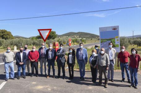 El presidente de la Diputación, junto a la alcaldesa del municipio, ha inaugurado esta nueva vía