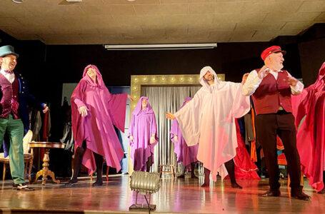 """Compañía local La Gruta Teatro, de su comedia """"¡Atchúusss!"""""""