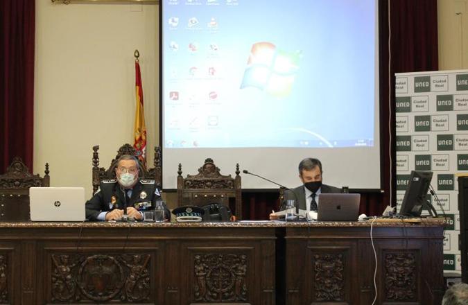 El Centro Criptológico Nacional y la prevención proactiva ante ciberdelitos han centrado la actividad del curso «Expertos en Seguridad y Defensa» de la UNED