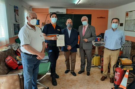 El delegado de la Consejería de Hacienda y Administraciones Públicas, Francisco Pérez Alonso, ha hecho entrega a la Agrupación de Voluntarios