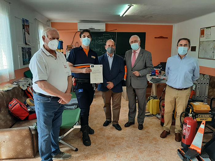 El Gobierno de Castilla-la Mancha entrega lotes de uniformidad a la Agrupación de Protección Civil de Villarrubia de los Ojos