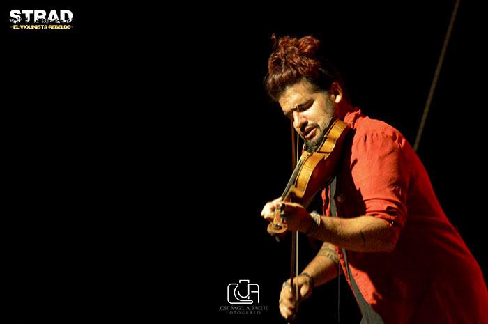¡Strad, el violinista rebelde llega a Valdepeñas con su nuevo espectáculo «Mundos Opuestos»!