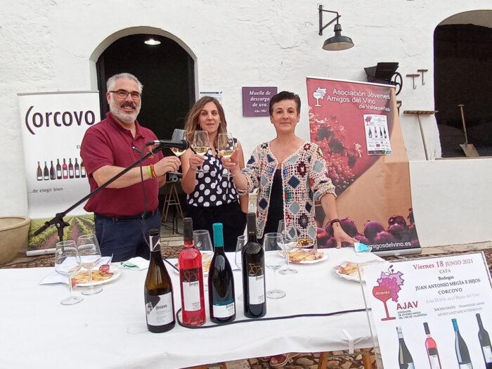 Los Jóvenes Amigos del Vino organizan una cata de los vinos de Corcovo