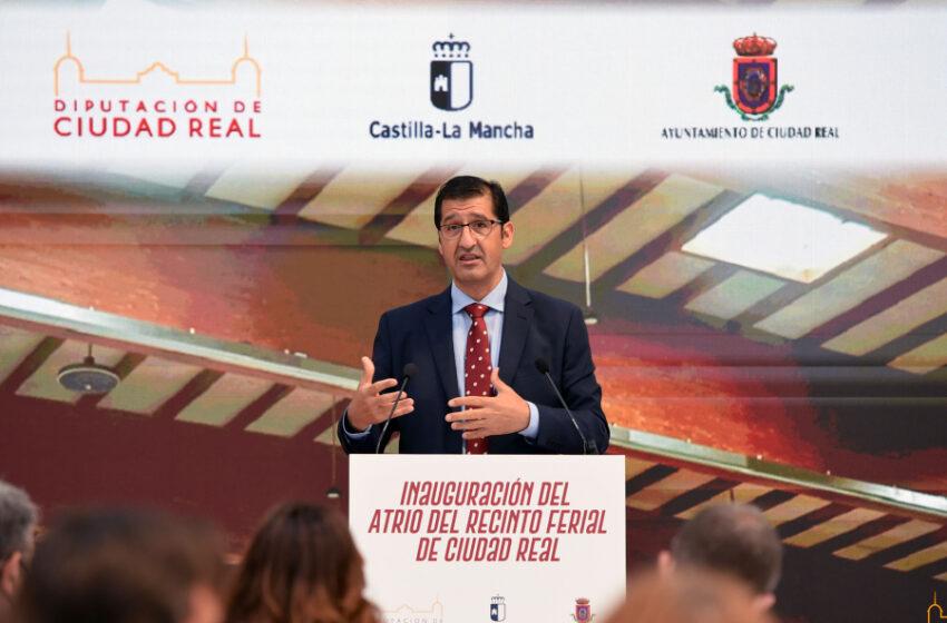 """Caballero y Page inauguran la primera fase del recinto ferial de Ciudad Real, """"todo un referente en la región que consolida Fenavin para siempre en Ciudad Real"""""""