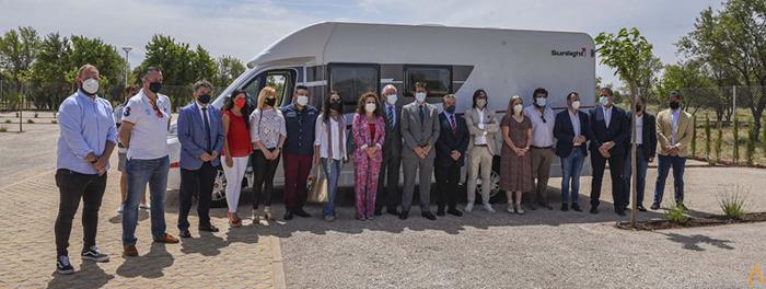 El presidente de la Diputación provincial inaugura la nueva área de autocaravanas de Villanueva de la Fuente