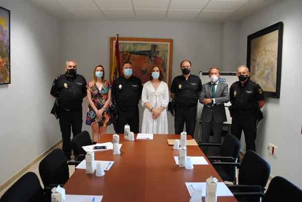 Valdepeñas recibe a la subdelegada del Gobierno que participa en una reunión de trabajo en la localidad