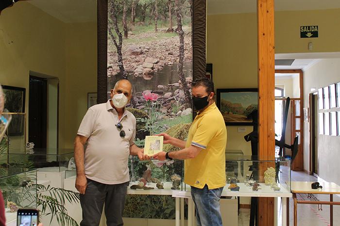 El secretario provincial de AJYPE visita el museo de ciencias naturales de AVAN del Viso del Marqués