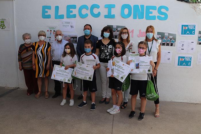 La AECC y el Ayuntamiento de Manzanares premian las recetas saludables del alumnado