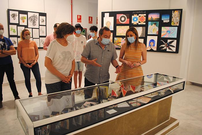 La expresión artística de los jóvenes se muestra en La Confianza en la VII exposición de 'BalbuenArte'