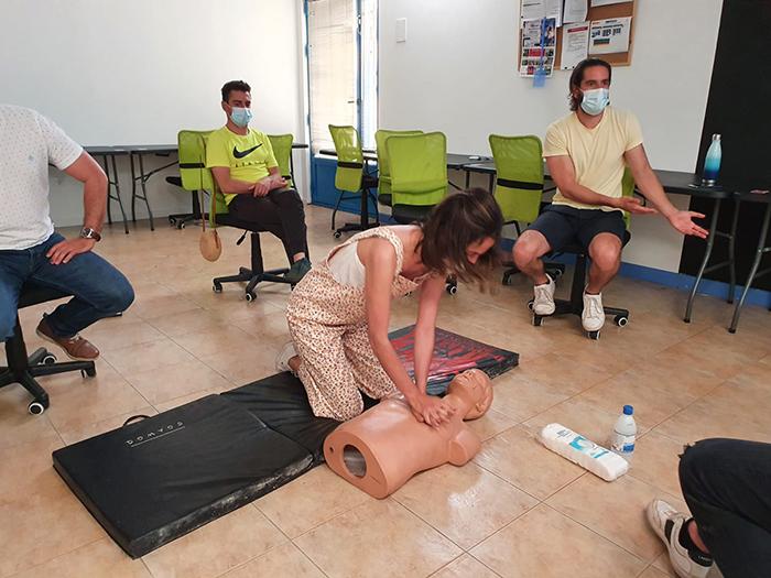 Formación para salvar vidas en el colegio Cervantes de Santa Cruz de Mudela a cargo ESSCAM