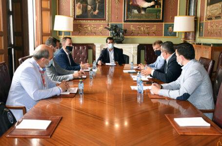 El presidente de la Diputación reunido con el grupo de empresarios de la organización ACR Productividad