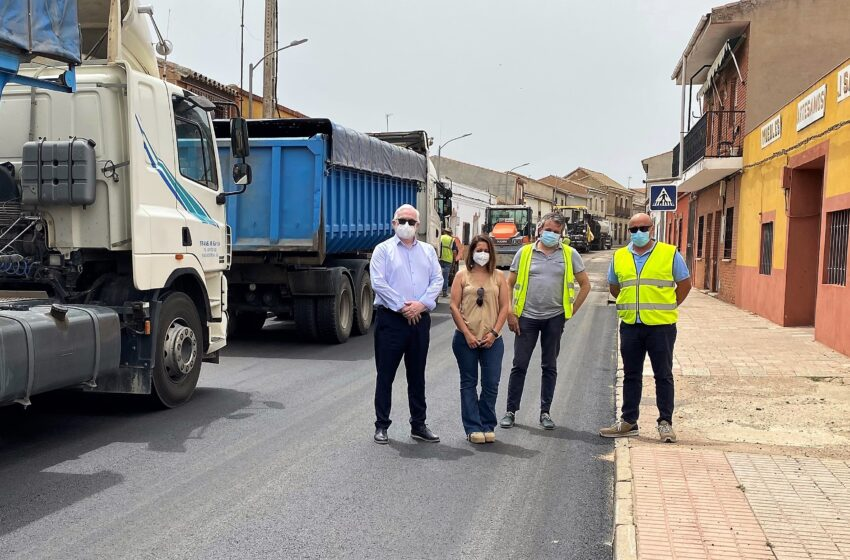 El Gobierno de CLM invierte 108.000 euros en la travesía de Cabezarados y en los caminos de servicio de la variante de Abenójar