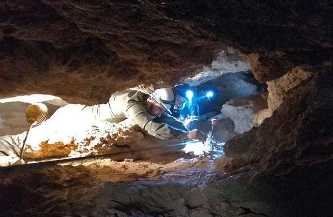 El equipo que descubrió el tejón primitivo, en la Cueva de los Toriles de Carrizosa, reanuda sus trabajos este verano