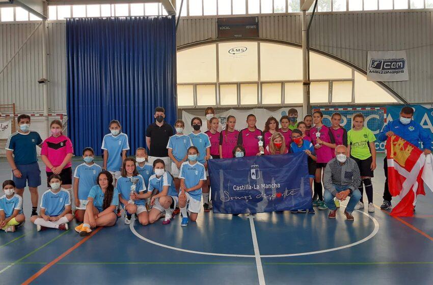 Blanca Fernández asiste a la final del Campeonato en Edad Escolar de Fútbol Sala femenino infantil en Manzanares