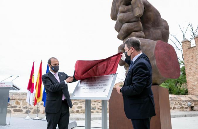 """García-Page afirma que """"no olvidar"""" es el mejor homenaje a las víctimas del Covid-19 y llama a la prudencia porque """"aún hay que rematar al virus"""""""