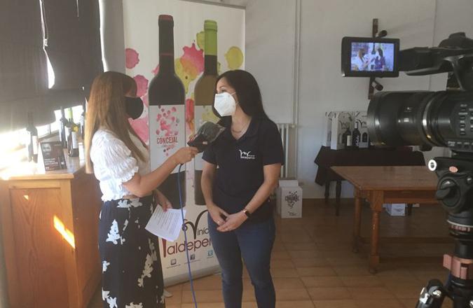 Mª Ángeles Ruiz: «Es una iniciativa bonita porque no sólo acercas a la gente a las bodegas sino que colaboras con una causa benéfica»