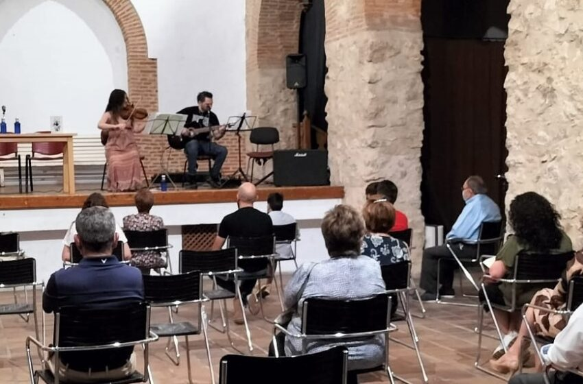 El Auditorio Inés Ibáñez acogió la presentación del libro 'La víscera del cosmos'