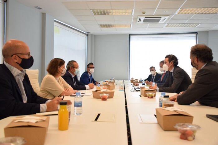Reunión del Gobierno de Castilla-La Mancha y la consultora tecnológica 'everis'