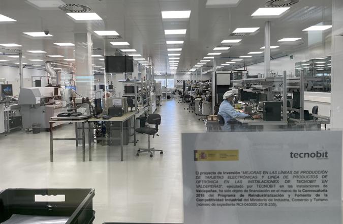 Tecnobit – Grupo Oesía mejora sus líneas de producción de tarjetas electrónicas y productos de optrónica en su fábrica 4.0 de Valdepeñas