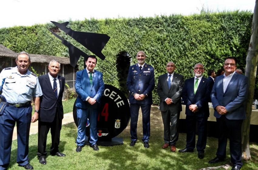 La Cofradía de Jesús Caído  de Valdepeñas asiste al acto de toma de mando del nuevo coronel de la Base Aérea de Albacete