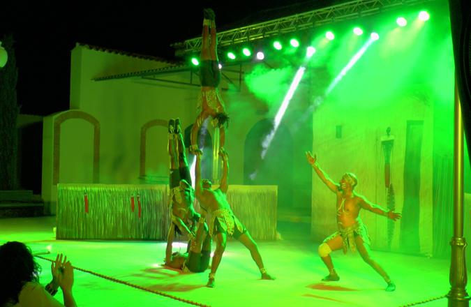 """""""El cazador"""" de la compañía Mighty Jambo Circus Academy en Bodegas A7"""